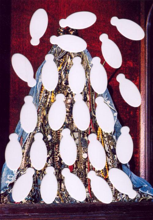 Suska Mackert Piece Schmuckmadonna 2002 foto Klimt02