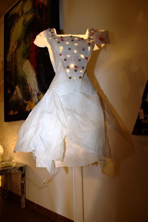 Blanche, abito-lampada di Elvezia Allari Le Petit Tour di Blanche