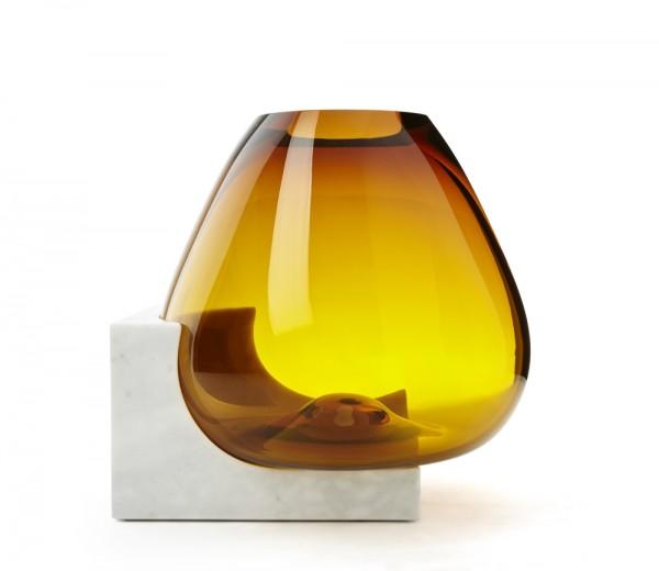 Osmosi, Vaso 3. Marmo Statuario e vetro soffiato. Dim. 45 x 42 x 43cm.
