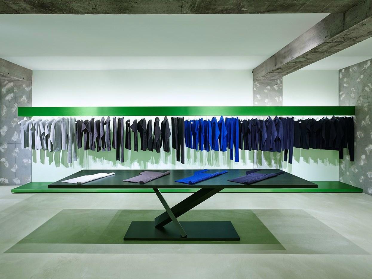 tavoli Element Tokujin Yoshioka per Desalto showroom Tokyo di Issey Miyake
