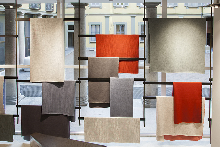 Knit Bourollec kvadrat showroom Milano