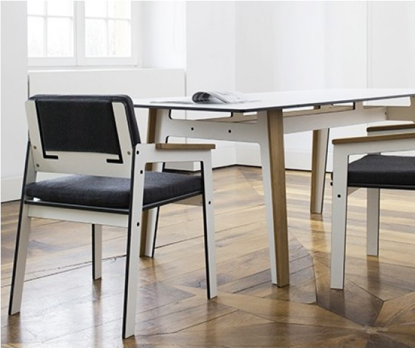JIG SQUARE TABLE di Maly Hoffmann Kahleyss per Conmoto
