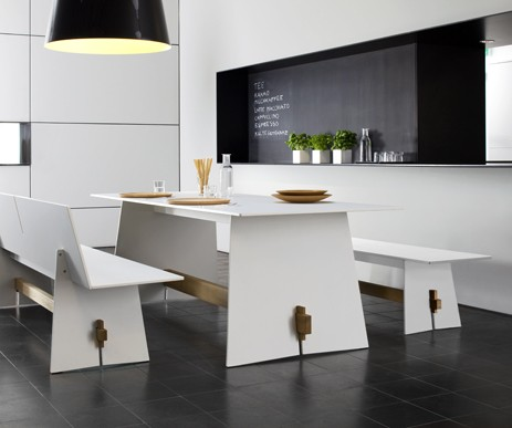 Tension Table di Maly Hoffmann Kahleyss per Conmoto