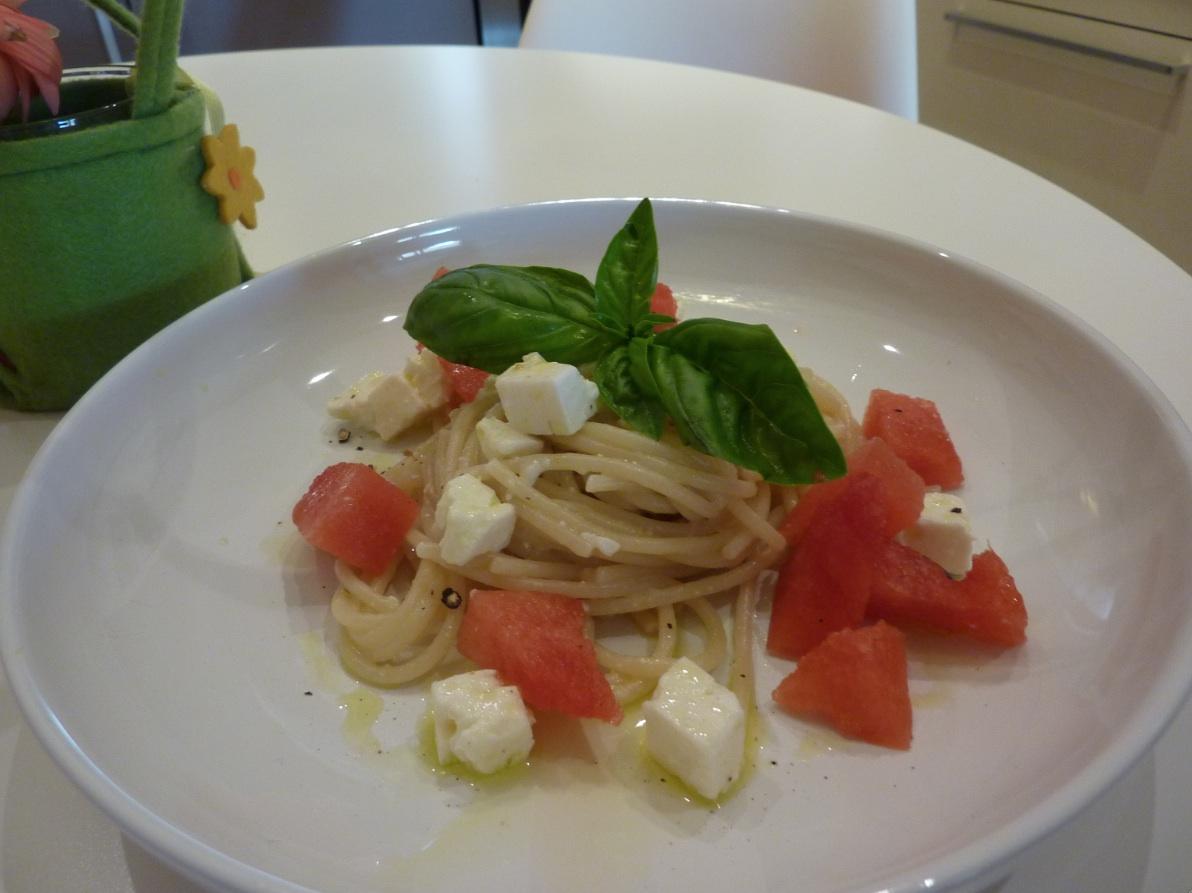 Spaghetti- feta, cocomero e basilico by arredoeconvivio