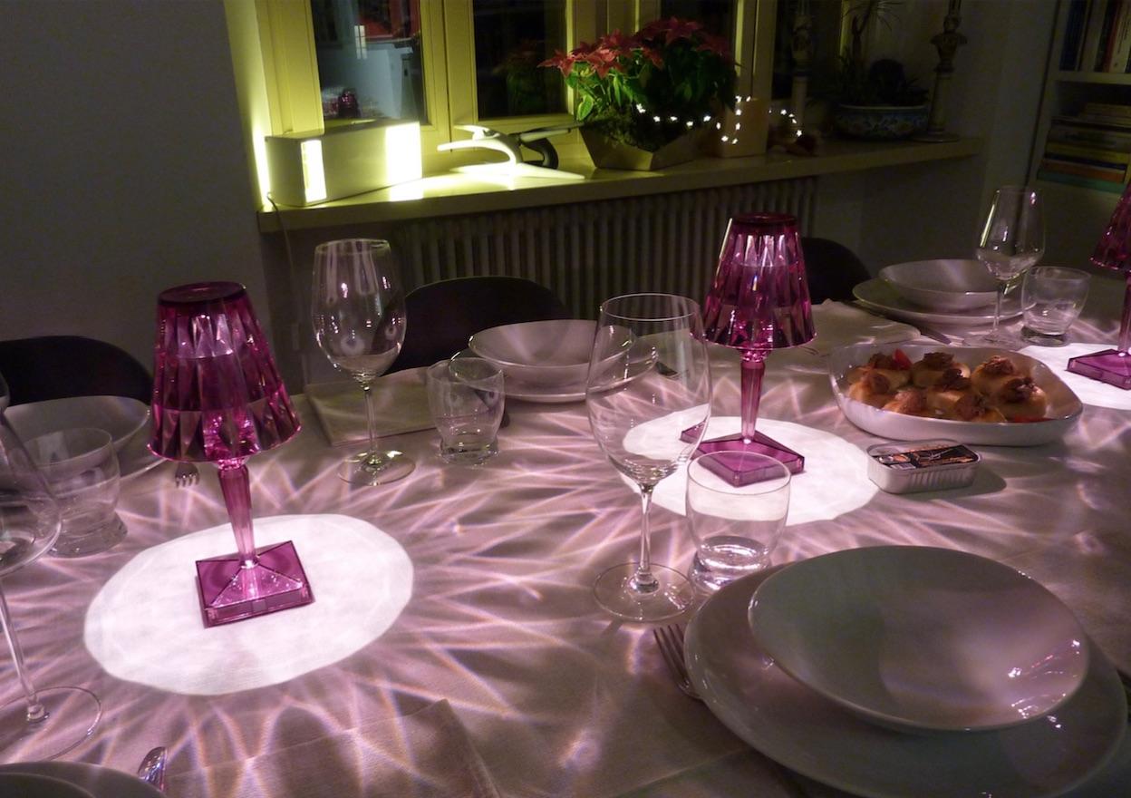 tavola con luci battery di kartell