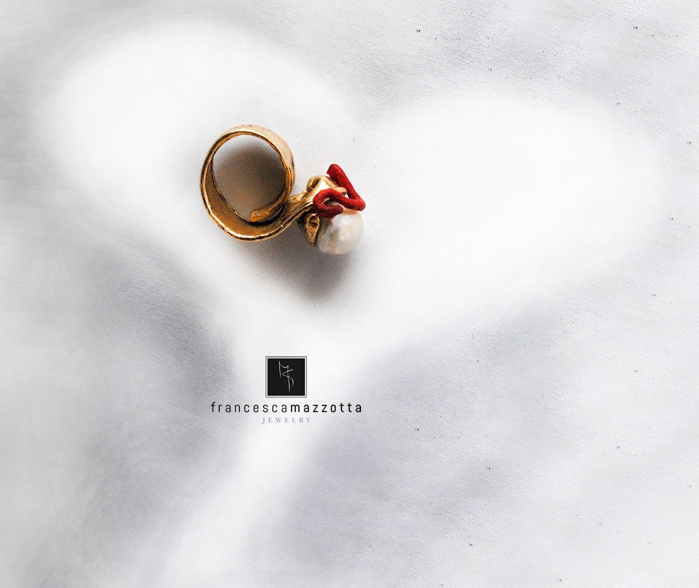 Lace anello - Francesca Mazzotta L'anello fa parte della linea LACE...in fusione di bronzo, carta, perle di fiume