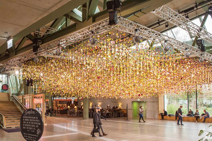Bikini Berlin Shopping Mall, installazione firmata Rebecca Louise Law