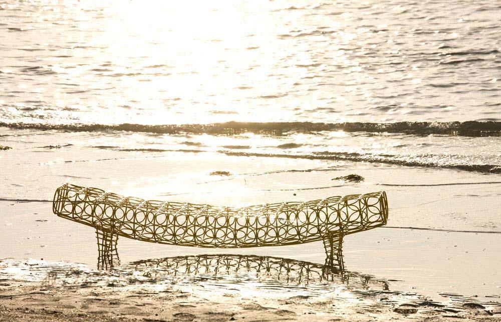 Gaal, bench by Ayse Birsel & Bibi Seck per Moroso