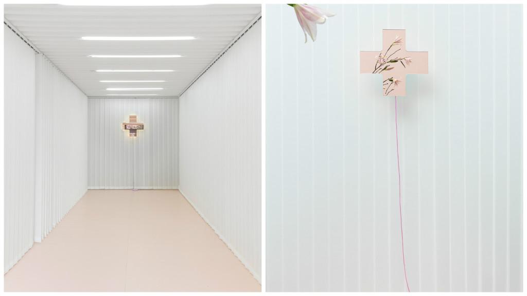 Dr. Seletti, specchio luminoso di colore rosa, design duo Biagetti